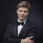 Ведущие - Александр Хананин